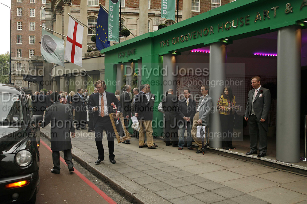 Queue before  the opening. The opening  day of the Grosvenor House Art and Antiques Fair.  Grosvenor House. Park Lane. London. 14 June 2006. ONE TIME USE ONLY - DO NOT ARCHIVE  © Copyright Photograph by Dafydd Jones 66 Stockwell Park Rd. London SW9 0DA Tel 020 7733 0108 www.dafjones.com