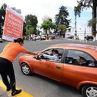 Toluca, Méx.- Trabajadores de del ISSSTE pusieron en marcha la campaña Día Naranja, en donde se suman a la concientización para eliminar la violencia hacia las mujeres y niñas. Agencia MVT / Crisanta Espinosa