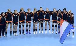 07-12-2013 HANDBAL: WERELD KAMPIOENSCHAP NEDERLAND - DOMINICAANSE REPUBLIEK: BELGRADO <br /> 21st Women s Handball World Championship Belgrade, Nederland wint met 44-21 / Line up Nederland volksliederen<br /> ©2013-WWW.FOTOHOOGENDOORN.NL