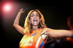 10-05-2008 VOLLEYBAL: DELA MEIDENDAG: APELDOORN<br /> Zo'n 1500 meisjes woonden de teampresentatie van het Nederlands vrouwenvolleybalteam bij. De DELA meidendag werd weer een groot succes / Wendy van Dijk<br /> ©2008-WWW.FOTOHOOGENDOORN.NL
