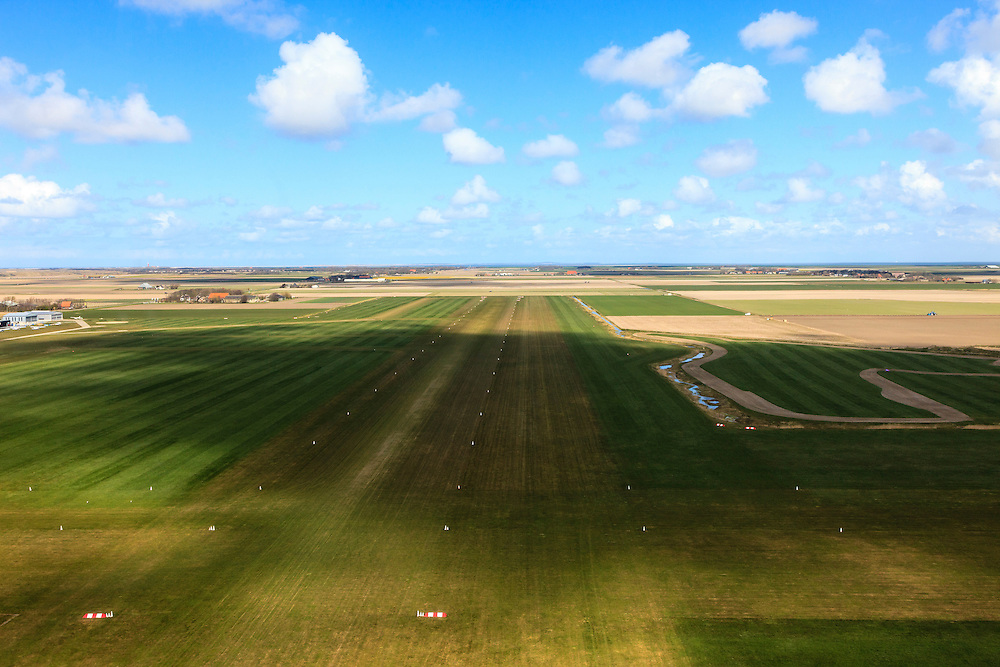Nederland, Noord-Holland, Texel, 16-04-2012; Vliegveld Texel tijdens de landing..Airport of the isle of Texel..luchtfoto (toeslag), aerial photo (additional fee required);.copyright foto/photo Siebe Swar