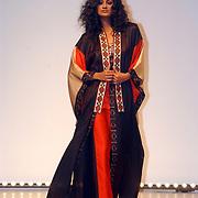 Modeshow Sheila de Vries 2004, model, catwalk