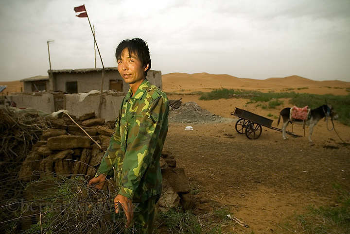 Jin Bau (30 years old) live with his mother in this house in an oasis in the middle of the Tangier desert..Tangier Deser covers an area of 36,700 square Kilometers, criss-cross by sand hills, basins, hills, and flat lands, 1200 to 1400 meters above sea level. There are more than 400 lakes, the Majority of which are fresh. It is an ideal place for desert adventures..Moon Lake is the natural oasis in Tengger Desert.. Photo: Bernardo De Niz