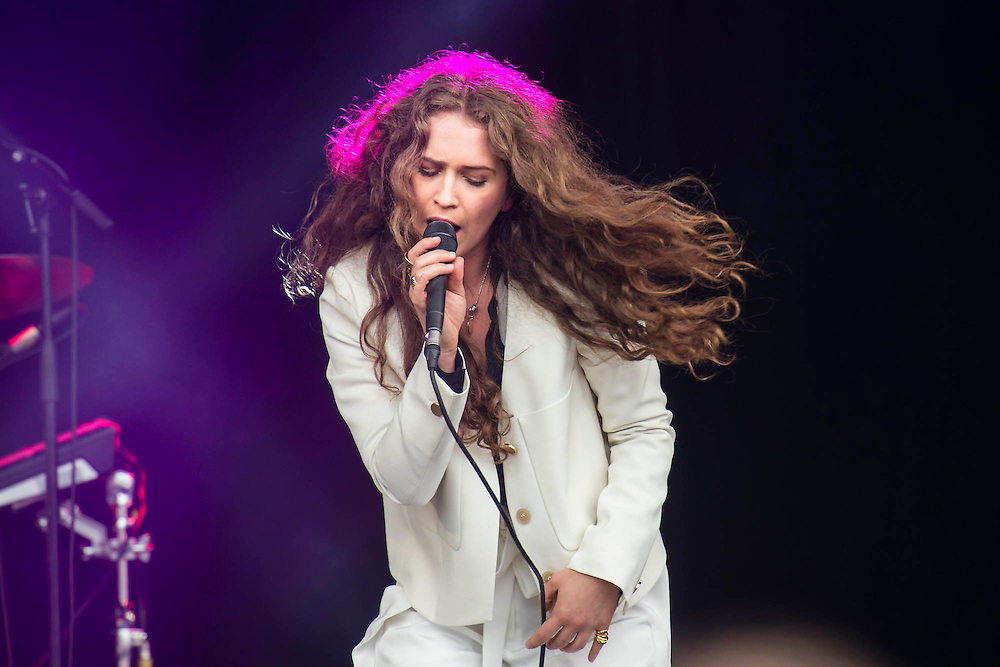 Rae Morris plays the park stage. The 2015 Glastonbury Festival, Worthy Farm, Glastonbury.