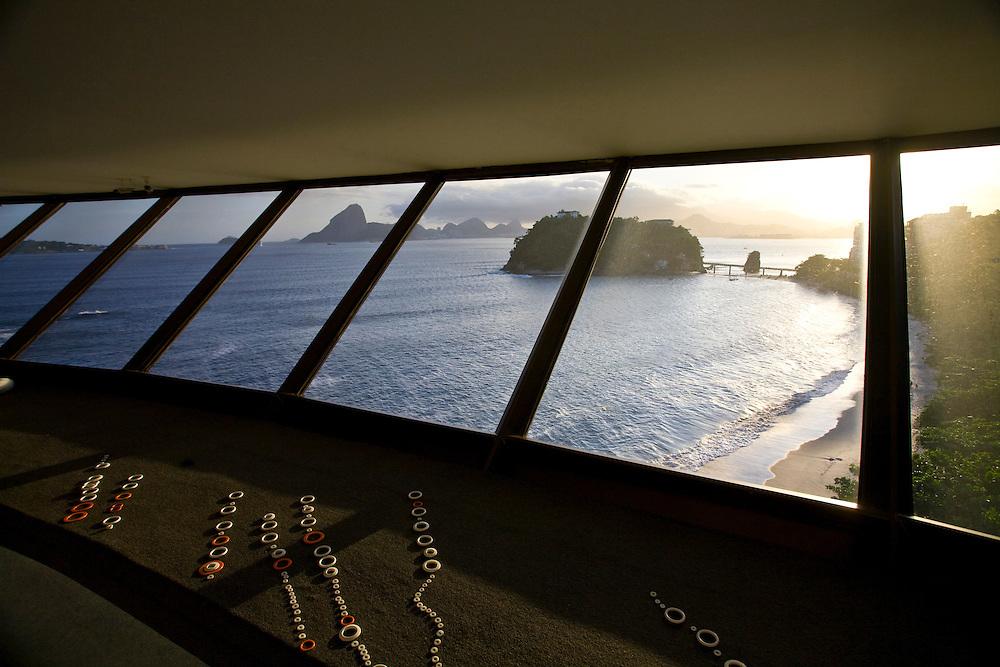 Niteroi_RJ, 08 de marco de 2009...Vista do mar de dentro do Museu de Arte Contemporanea (MAC) de Niteroi. ..view of sea from Museu de Arte Contemporanea (MAC) in Niteroi. ..Foto: JOAO MARCOS ROSA / NITRO