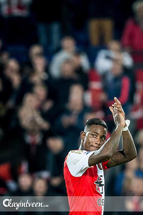 ROTTERDAM - Feyenoord - AZ , Voetbal , Eredivisie, Seizoen 2015/2016 , Stadion de Kuip , 25-10-2015 , Speler van Feyenoord Eljero Elia bedankt supporters bij zijn wissel