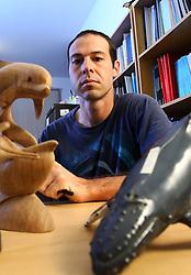 Paulo Ott na sede do Gemars (Grupo de Estudos de Mamíferos Aquáticos do Rio Grande do Sul), em Porto Alegre. FOTO: Jefferson Bernardes/Preview.com