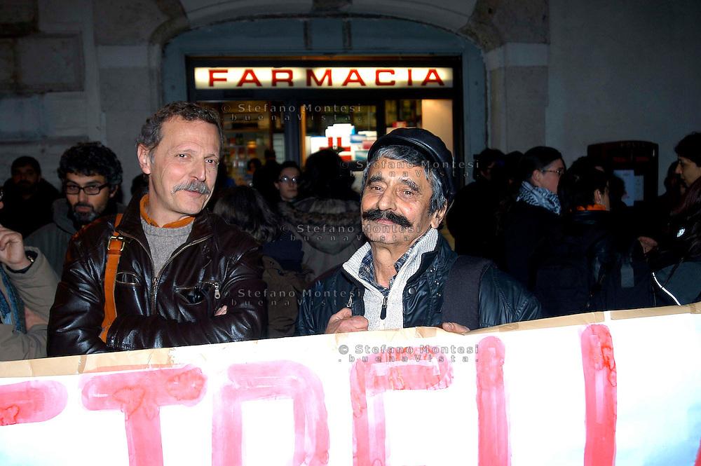 Roma 27 Febbraio 2008<br /> Manifestazione contro l'estradizione in Italia di Marina Petrella ex militante delle Brigate Rosse, davanti l'ambasciata di Francia in piazza Farnese<br /> Stefano Petrella, fratello di Marina e Salvatore Ricciardi ex Brigate Rosse.