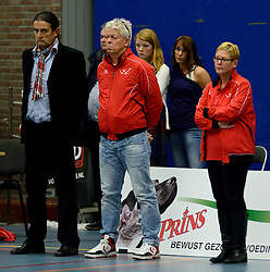 13-12-2014 NED: Prins VCV - Abiant Lycurgus, Veenendaal<br /> Lycurgus wint met 3-1 van VCV / 1 minuut stilte voor het overlijden van VCV man Jan van der Pol - Coach Ivo Martinovic, /vcvtr/, Manager Mariette Lubbers