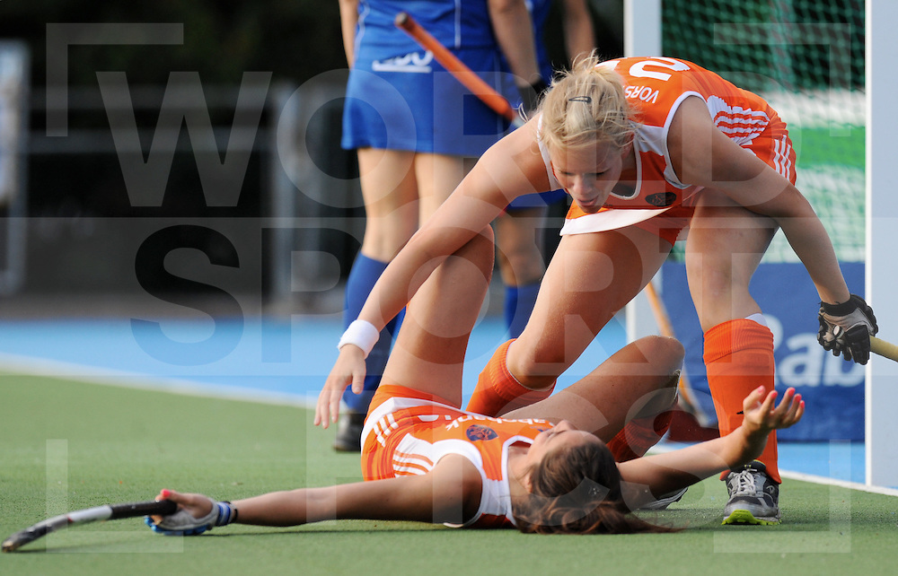 AMSTERDAM  Eurohockey 2009 Nations Championschip.Netherlands-Russia woman .foto: 1-0 for netherlands..Naomi van As and  Vera Vorstenbosch die Naomi feliciteerd.FFU PRESS AGENCY©2009 Frank Uijlenbroek..