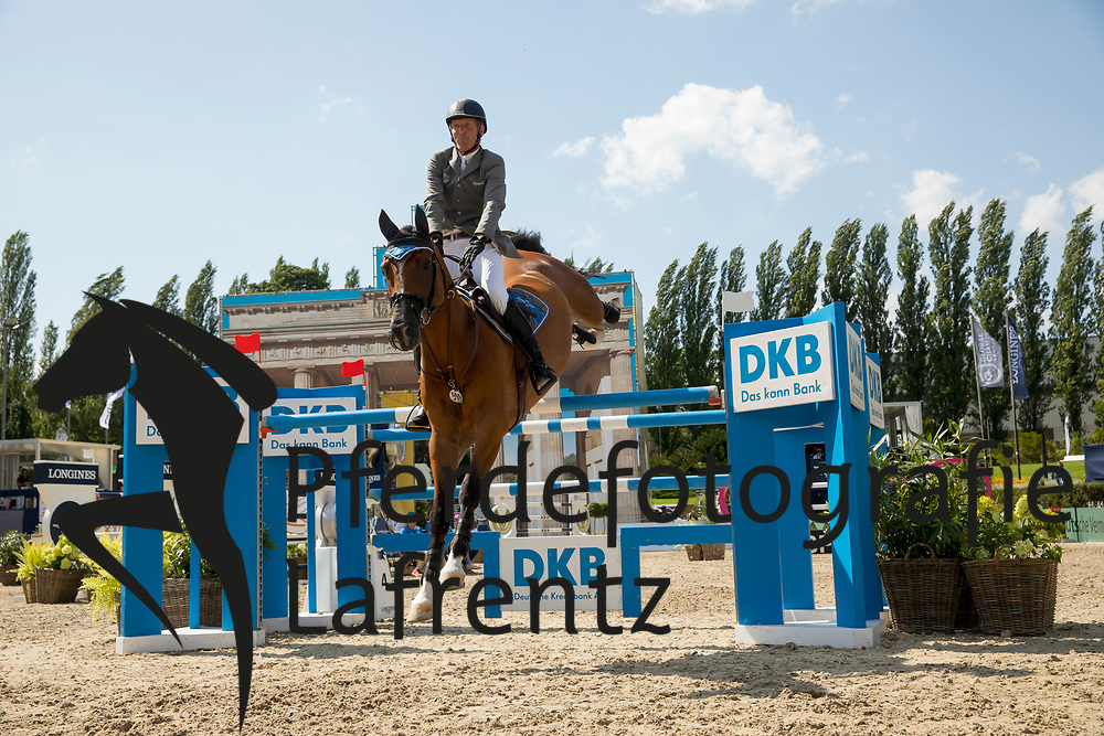 Beerbaum, Ludger (GER), Cool Down<br /> Berlin - Global Jumping Berlin 2017<br /> © www.sportfotos-lafrentz.de/Stefan Lafrentz