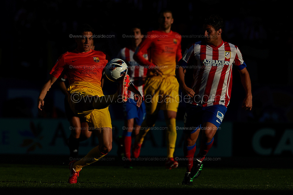 MADRID, SPAIN- MAY 12: (L) Marc Bartra of of FC Barcelona competes for the ball with (R) Cristian Rodriguez of Club Atletico de Madrid during the Liga BBVA between Atletico de Madrid and FC Barcelona at the Vicente Calderon stadium on May 12, 2013 in Madrid, Spain. (Photo by Aitor Alcalde Colomer).