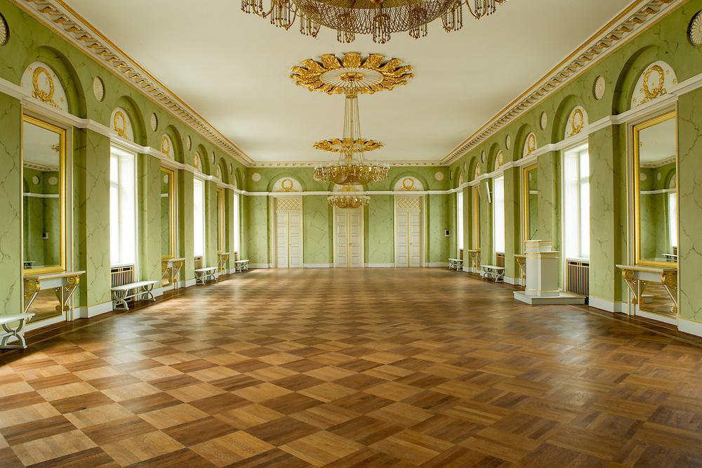 Festsalen på Randers Statsskole - er blevet renoveret af et lokalt malerfirma