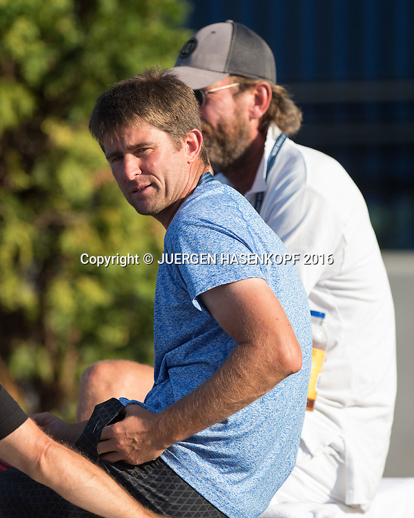 US Open 2016 Feature, Davis Cup Kapitaen Michael Kohlmann und DTB Trainer Peter Pfannkoch sitzen auf einer bank und beobachten ein Juniorenmatch<br /> <br /> Tennis - US Open 2016 - Grand Slam ITF / ATP / WTA -  USTA Billie Jean King National Tennis Center - New York - New York - USA  - 4 September 2016.