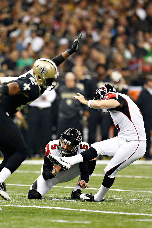 NEW ORLEANS, LA - NOVEMBER 11:  Matt Bryant #3 of the Atlanta Falcons kicks a extra point against the New Orleans Saints at Mercedes-Benz Superdome on November 11, 2012 in New Orleans, Louisiana.  The Saints defeated the Falcons 31-27.  (Photo by Wesley Hitt/Getty Images) *** Local Caption *** Matt Bryant