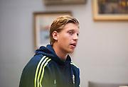 HELSINGBORG , 2017-06-07: Alexander Fransson blir intervjuad efter U21 landslagets tr&auml;ning p&aring; Olympia, Helsingborg den 7 juni.<br /> Foto: Nils Petter Nilsson/Ombrello<br /> Fri anv&auml;ndning f&ouml;r kunder som k&ouml;pt U21-paketet, annars betalbild.<br /> ***BETALBILD***