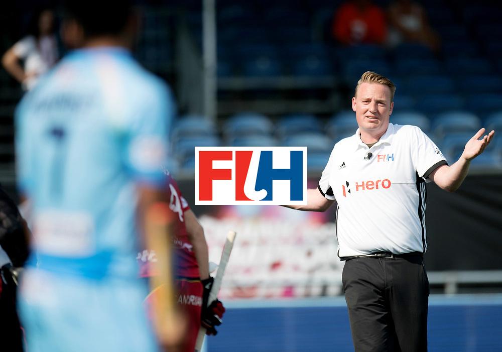 BREDA - Rabobank Hockey Champions Trophy<br /> India - Belgium<br /> Photo: Coen van Bunge.<br /> COPYRIGHT WORLDSPORTPICS FRANK UIJLENBROEK