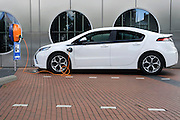 Nederland, Nijmegen, 14-6-2012Een Opel Ampera staat op te laden aan een laadpunt bij de Rabobank in de stad.Foto: Flip Franssen/Hollandse Hoogte