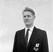 28/01/1962<br /> 01/28/1962<br /> 28 January 1962<br /> The Irish Relay 4x880 Team flies out from Dublin Airport for a seven week tour of sports fixtures in the United States. Picture shows Derek McCleane.