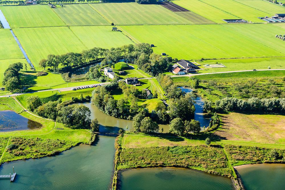Nederland, Gelderland, Gemeente Culemborg, 30-09-2015; Goilberdingen, Werk aan het Spoel. Fort, onderdeel van de Nieuwe Hollandse Waterlinie. Gelegen aan de Lek, tussen  Fort Everdingen en Culemborg.<br /> Fortress, part of the New Dutch Waterline.<br /> luchtfoto (toeslag op standaard tarieven);<br /> aerial photo (additional fee required); copyright foto/photo Siebe Swart.