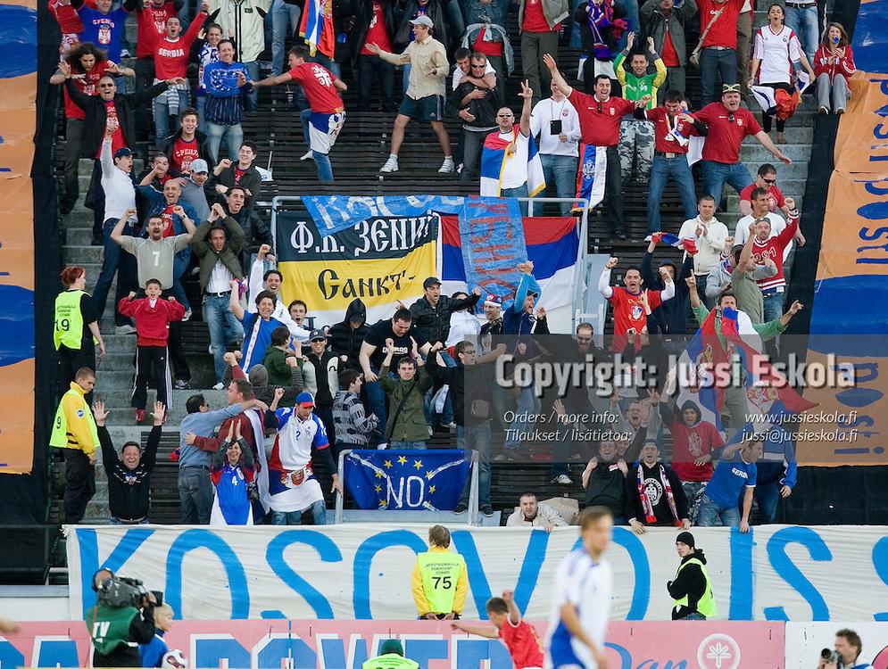 Serbifanit juhlivat 0-2-maalia. Suomi - Serbia, EM-karsinta, Helsinki, Olympiastadion 2.6.2007. Photo: Jussi Eskola