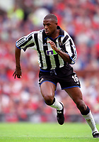 Carl Cort. (Newcastle United)20/8/2000 Manchester United v Newcastle United. Credit: Colorsport.