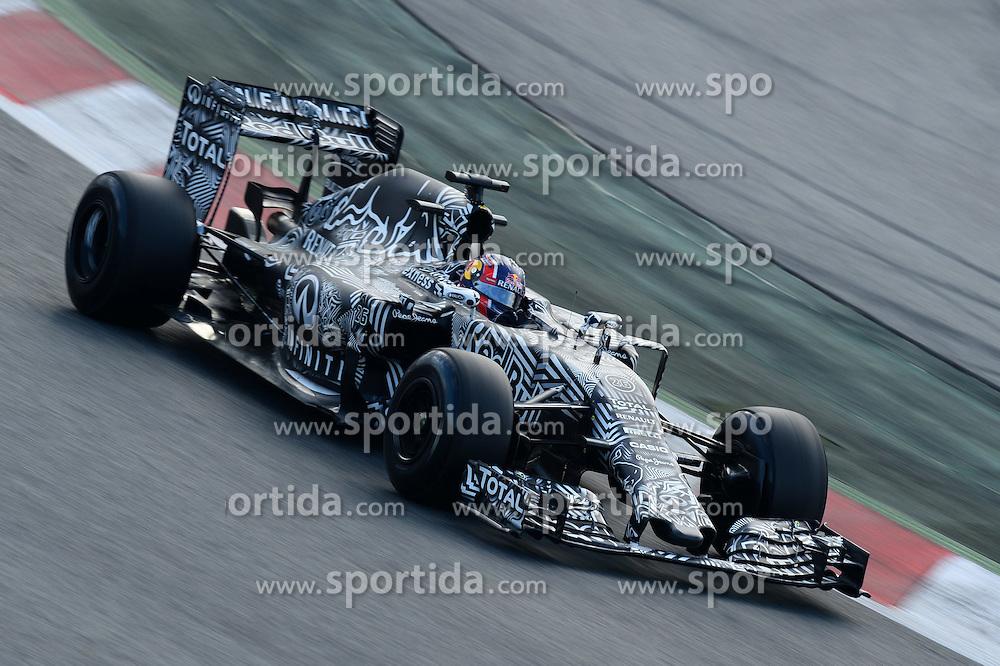 26.02.2015, Circuit de Catalunya, Barcelona, ESP, FIA, Formel 1, Testfahrten, Barcelona, Tag 1, im Bild Daniil Kvyat (RUS) Red Bull Racing RB11 // during the Formula One Testdrives, day one at the Circuit de Catalunya in Barcelona, Spain on 2015/02/26. EXPA Pictures &copy; 2015, PhotoCredit: EXPA/ Sutton Images/ Patrik Lundin Images<br /> <br /> *****ATTENTION - for AUT, SLO, CRO, SRB, BIH, MAZ only*****