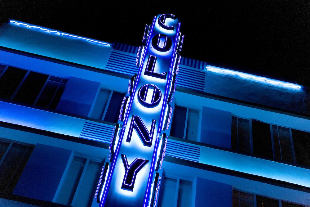 Fachada del hotel Colony, en Ocean Drive, icono del estilo art-deco de arquitectura, muy presente en todo South Beach.