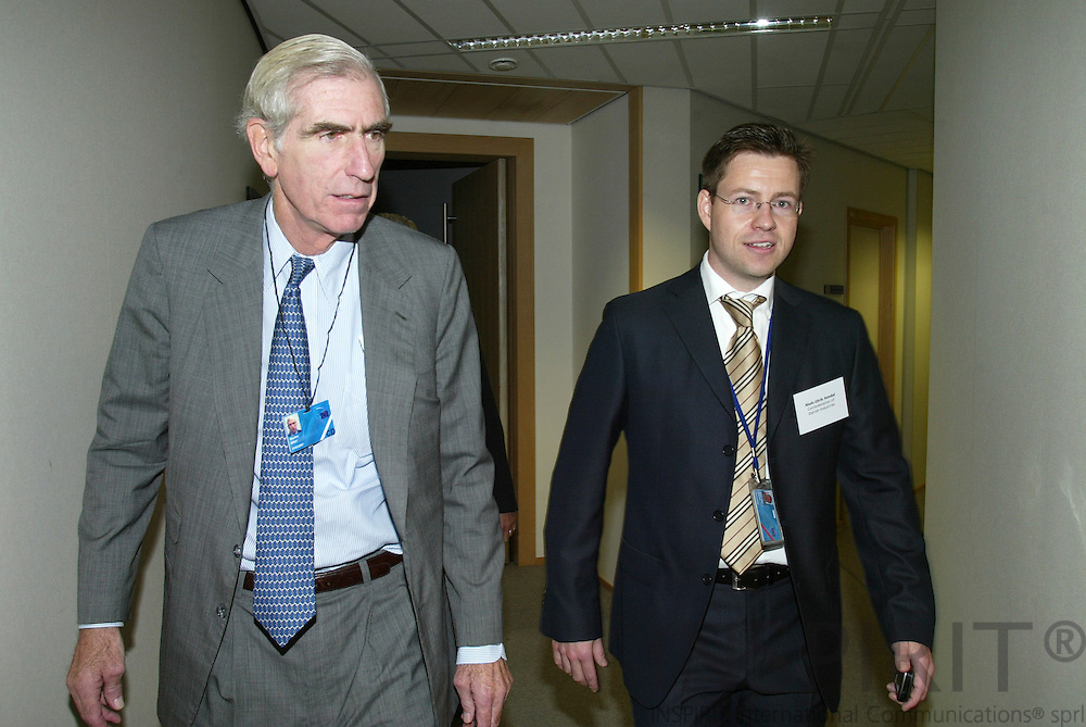 BRUSSELS - BELGIUM - 18 OCTOBER 2006 -- C. Boyden GRAY, Ambassador, U.S. Mission to the European Union, and Niels-Ulrik AMDAL, Confederation of Danish Industries Brussels Office, on their way to the Conference on the Policy Dialogue on Better Regulation. PHOTO: ERIK LUNTANG /