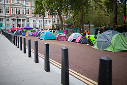 © Licensed to London News Pictures. 09/10/2019. London, UK. An Extinction Rebellion camp remains in place on Horse Guards Road . Police continue to attempt to clear roads in Westminster on the third day of the protest. Photo credit: George Cracknell Wright/LNP