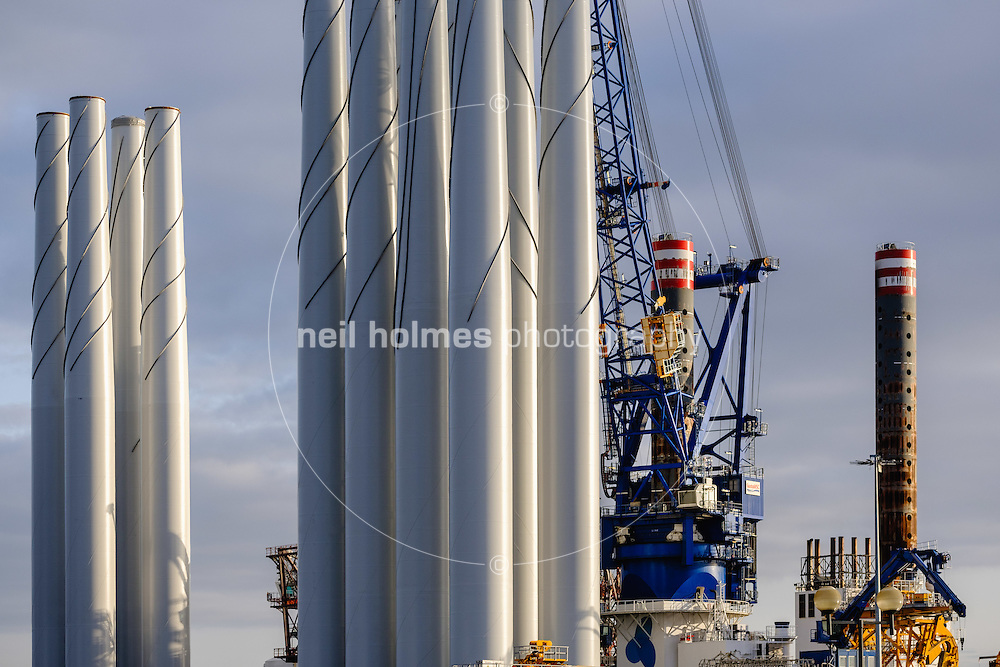 Kingston Upon Hull, East Yorkshire, United Kingdom, 31 December, 2016.  Pictured: ABP, Siemens, loading of wind turbine blades
