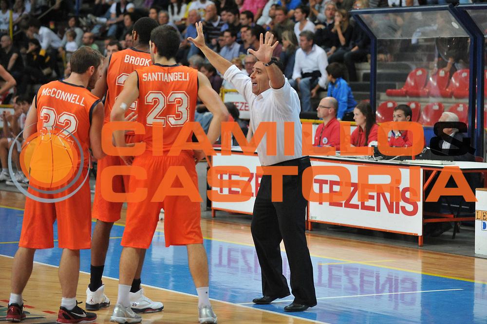 DESCRIZIONE : Verona Lega Basket A2 2011-12 Amichevole Tezenis Verona Fileni BPA Jesi <br /> GIOCATORE :  Stefano Cioppi<br /> CATEGORIA : Mani<br /> SQUADRA : Tezenis Verona Fileni BPA Jesi<br /> EVENTO : Campionato Lega A2 2011-2012<br /> GARA : Tezenis Verona Fileni BPA Jesi<br /> DATA : 09/10/2011<br /> SPORT : Pallacanestro <br /> AUTORE : Agenzia Ciamillo-Castoria/M.Gregolin<br /> Galleria : Lega Basket A2 2011-2012 <br /> Fotonotizia : Venezia Lega Basket A2 2011-12 Amichevole Tezenis Verona Fileni BPA Jesi<br /> Predefinita :