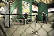 Mannheim. 01.03.17 | BILD- ID 103 |<br /> Unter hohe Sicherheitsvorkehrungen beginnt heute morgen am Landgericht der Prozess gegen einen 57-j&auml;hrigem Mann aus der T&uuml;rkei. Die Staatsanwaltschaft wirft ihm versuchten Mord vor. Er soll im Juni vergangenen Jahres in der Fahrlachstra&szlig;e f&uuml;nf Sch&uuml;sse auf einen Landsmann abgegeben haben. Die Hinterr&uuml;nde der Tat sind bisher weithin ungekl&auml;rt. Es k&ouml;nnten aber politische Interessen eine Rolle spielen. Der Mann auf den geschossen worden war, tritt bei dem Prozess als Nebenkl&auml;ger auf. Er soll ein Anh&auml;ner des t&uuml;rkischen Ministerpr&auml;sidenten Recep Tayyip Erdoğan sein. Der Angeklagte, so beschreibt es sein Verteidiger Stefan Alleier, geh&ouml;re keiner politischen Gruppierung an, er sei aber am Tattag nach Deutschland gereist, um einen Streit zwischen zerstrittenen Parteien zu schlichten. Geschossen habe sein Mandant erst dann, als er von seinem Gegen&uuml;ber angegriffen worden sei.<br /> Nach der Verlesung der Anklage durch die Staatsanwaltschaft, m&ouml;chte sich der Angeklagte mit einer ausf&uuml;hrlichen Erkl&auml;rung zum Tathergang &auml;u&szlig;ern. Der Beginn des Prozesses ist um 9 Uhr geplant.<br /> Bild: Markus Prosswitz 01MAR17 / masterpress (Bild ist honorarpflichtig - No Model Release!)