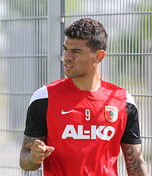 04.07.2014, SGL Arena, Augsburg, GER, 1. FBL, Training, FC Augsburg, im Bild Verletzung Shawn Parker (Neuzugang FC Augsburg #9), // during a Trainingssession of German Bundesliga Club FC Augsburg at the SGL Arena in Augsburg, Germany on 2014/07/04. EXPA Pictures © 2014, PhotoCredit: EXPA/ Eibner-Pressefoto/ Krieger<br /> <br /> *****ATTENTION - OUT of GER*****