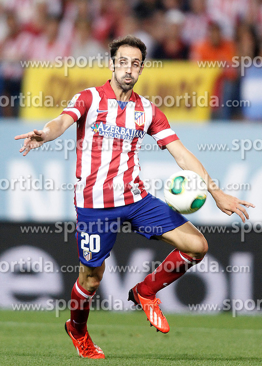 21.08.2013, Estadio Vicente Calderon, Madrid, ESP, Supercup, Atletico Madrid vs FC Barcelona, im Bild Atletico de Madrid's Juanfran Torres // during during the Spanish Supercup match between Club Atletico de Madrid and Barcelona FC at the Estadio Vicente Calderon, Madrid, Spain on 2013/08/21. EXPA Pictures &copy; 2013, PhotoCredit: EXPA/ Alterphotos/ Acero<br /> <br /> ***** ATTENTION - OUT OF ESP and SUI *****
