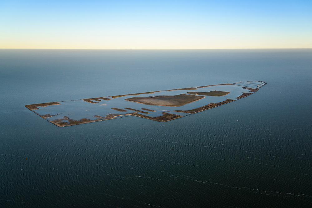 Nederland, Noord-Holland, Andijk, 11-12-2013; De Kreupel, kunstmatig eiland in het IJsselmeer, gelegen ter hoogte van Andijk. Het aangelegde natuurgebied is in beheer bij Staatsbosbeheer.<br /> De Kreupel (The Lame), artificial island in the IJsselmeer, located at the height of Andijk. The landscaped nature reserve is managed by the Forestry Commission.<br /> luchtfoto (toeslag op standaard tarieven);<br /> aerial photo (additional fee required);<br /> copyright foto/photo Siebe Swart.