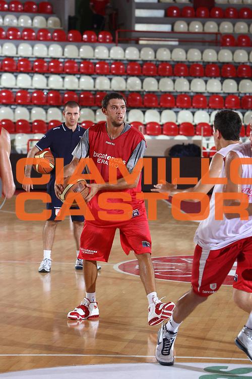 DESCRIZIONE : Teramo Lega A 2009-10 Basket Bancatercas Teramo Allenamento<br /> GIOCATORE : Tommaso Marino<br /> SQUADRA : Bancatercas Teramo<br /> EVENTO : Campionato Lega A 2009-2010 <br /> GARA : <br /> DATA : 02/09/2009<br /> CATEGORIA : Allenamento passaggio<br /> SPORT : Pallacanestro <br /> AUTORE : Agenzia Ciamillo-Castoria/C.De Massis