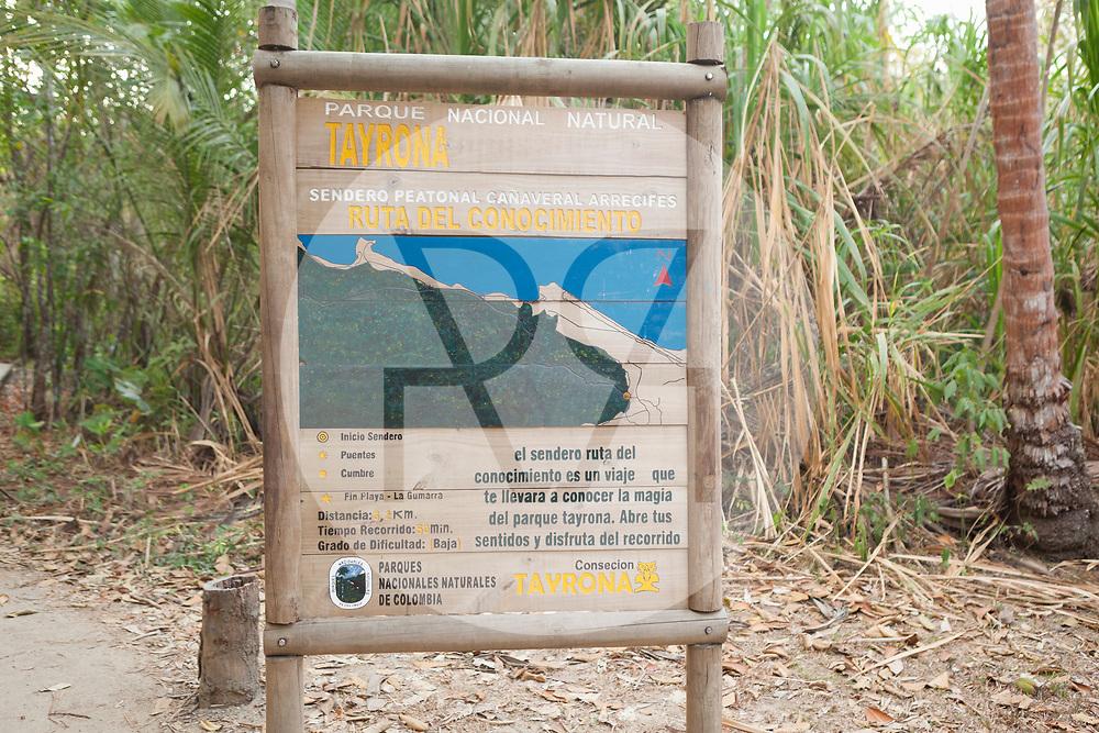 KOLUMBIEN - PARK TAYRONA - Hinweistafel am Strand von Arrecifes im Tayrona Nationalpark an -  08. April 2014 © Raphael Hünerfauth - http://huenerfauth.ch