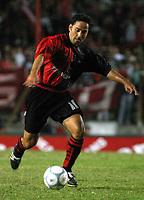 Fotball<br /> Independiente v Newells<br /> Torneo Clausura<br /> Buenos Aires<br /> 21. februar 2004<br /> Foto: Digitalsport<br /> Norway Only<br /> Vasquez, Newells