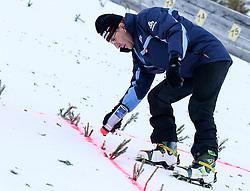17.12.2016, Nordische Arena, Ramsau, AUT, FIS Weltcup Nordische Kombination, Skisprung, im Bild Ex-Skirennläufer Reinhard Tritscher, der Markierungen an der Schanze anbringt // Reinhard Tritscher during Skijumping Competition of FIS Nordic Combined World Cup, at the Nordic Arena in Ramsau, Austria on 2016/12/17. EXPA Pictures © 2016, PhotoCredit: EXPA/ Martin Huber