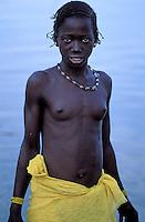 Mali - Région de Segou - Segoukoro - Ancien royaume Bambara - Jeune femme se baignant dans le fleuve Niger