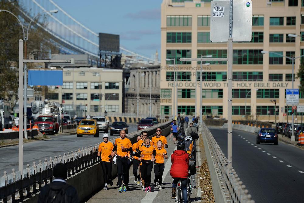 04-11-2012 ALGEMEEN: BVDGF NY MARATHON: NEW YORK<br />De lopers van de BvdGf hebben vandaag hun eigen route gelopen langs de Hudson, Brooklyn en Manhattan Bridge <br />&copy;2012-FotoHoogendoorn.nl