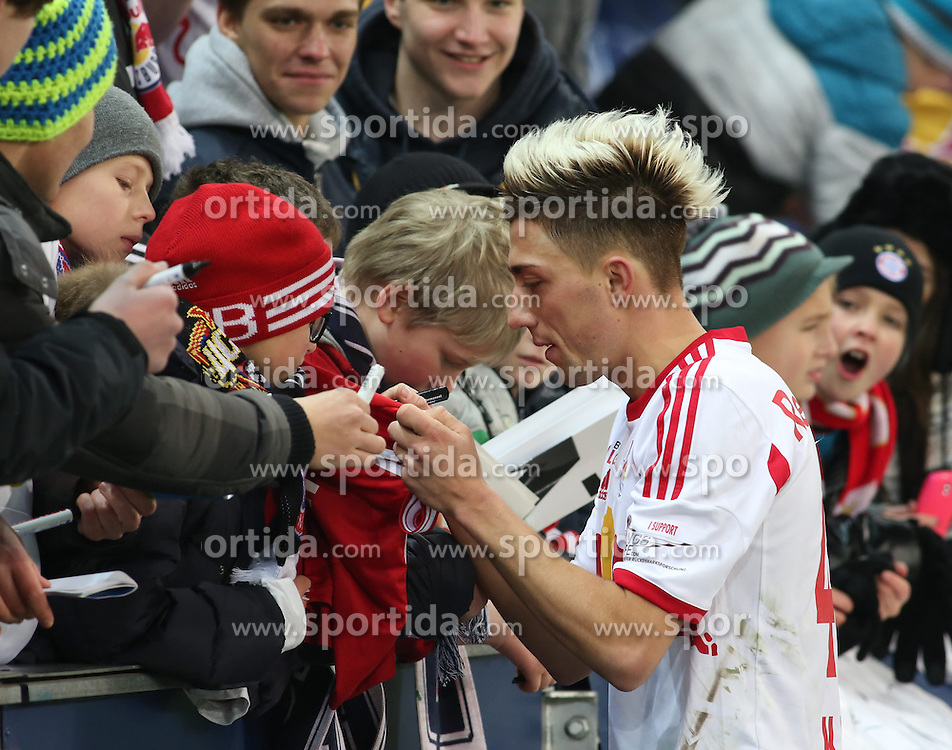 18.01.2014, Red Bull Arena, Salzburg, AUT, Testspiel, FC Red Bull Salzburg vs FC Bayern Muenchen, im Bild Kevin Kampl (FC Red Bull Salzburg, #44) beim Schreiben von Autogrammen // during friendly match between FC Red Bull Salzburg and FC Bayern Muenchen at the Red Bull Arena, Salzburg Austria on 2014/01/18. EXPA Pictures © 2014, PhotoCredit: EXPA/ Martin Huber
