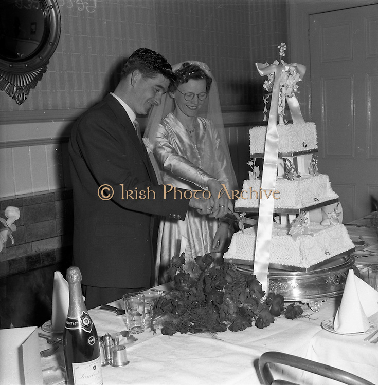 30/03/1957<br /> 03/30/1957<br /> 30 March 1957<br /> Wedding of Lee - Hill at Finglas Parish Church (Church of Ireland) and the Spa Hotel, Lucan, Dublin. Bride and groom cutting the cake at the hotel.