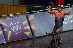 29-07-2012 WIELRENNEN: OLYMPISCHE SPELEN 2012 WEGWEDSTRJD VROUWEN: LONDEN<br /> Marianne Vos pak op meer dan indrukwekkende wijze de olympische titel in de wegwedstrijd.<br /> ©2012-FotoHoogendoorn.nl