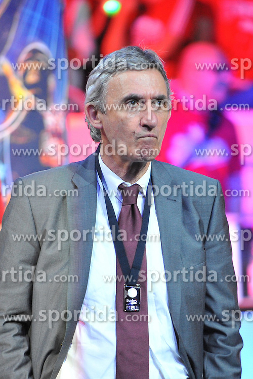 21.06.2015, Brose Arena, Bamberg, GER, Beko Basketball BL, Brose Baskets Bamberg vs FC Bayern Muenchen, Playoffs, Finale, 5. Spiel, im Bild Head Coach / Trainer Svetislav Pesic (FC Bayern Muenchen) frustriert bei der Ehrung zur Vizemeisterschaft. // during the Beko Basketball Bundes league Playoffs, final round, 5th match between Brose Baskets Bamberg and FC Bayern Muenchen at the Brose Arena in Bamberg, Germany on 2015/06/21. EXPA Pictures &copy; 2015, PhotoCredit: EXPA/ Eibner-Pressefoto/ Merz<br /> <br /> *****ATTENTION - OUT of GER*****