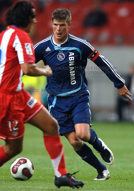 02-08-2007 VOETBAL: LG AMSTERDAM TOURNAMENT: AJAX - ATLETICO MADRID: AMSTERDAM<br /> Ajax  wint met 2-0 van Madrid / Klaas Jan Huntelaar<br /> &copy;2007-WWW.FOTOHOOGENDOORN.NL