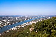 Europa, Deutschland, Nordrhein-Westfalen, Siebengebirge, Blick vom Drachenfels auf Koenigswinter am Rhein, im Hintergrund ist Bonn zu sehen.<br /> <br /> Europe, Germany, North Rhine-Westphalia, Siebengebirge, view from the Drachenfels mountain to the city of Koenigswinter and the city of Bonn in the background, river Rhine.
