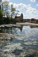 France, Burgundy region. Argenteuil sur Armencon village, the pound and the church.