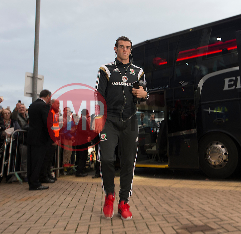 Wales Gareth Bale Walks into the Cardiff City Stadium. - Photo mandatory by-line: Alex James/JMP - Mobile: 07966 386802 - 10/10/2014 - SPORT - Football - Cardiff - Cardiff City Stadium - Wales v Bosnia and Herzegovina - EURO 2016 Qualifiers